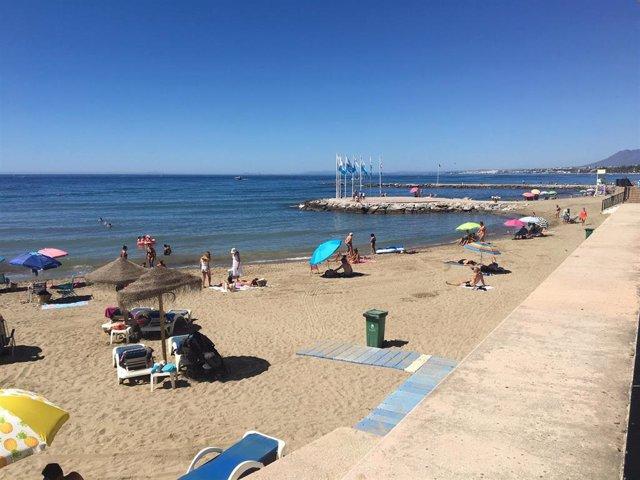 Archivo - Una playa de Marbella, uno de los grandes municipios que se ha visto afectado por el toque de queda desde que se implantó la medida, en foto de archivo.