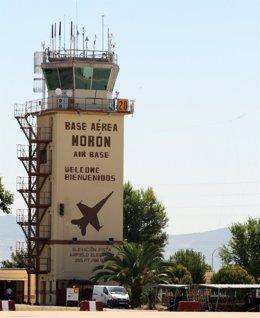 Archivo - Torre de control de la base aérea de Morón de la Frontera.