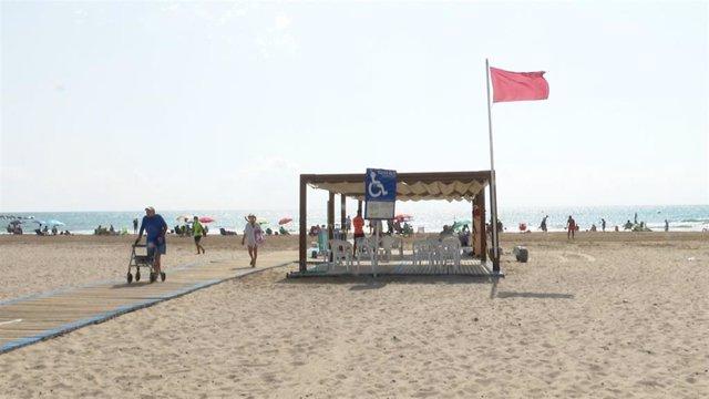 Bandera roja este lunes en la playa de La Pobla de Farnals (Valencia)