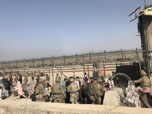 Trabajos de evacuación en el aeropuerto de Kabul