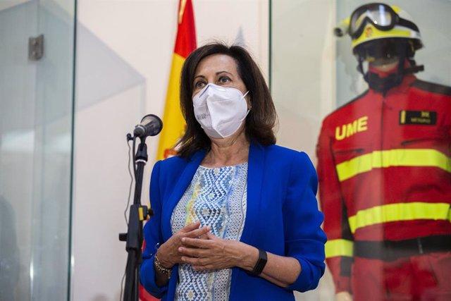 La ministra de Defensa, Margarita Robles, intervé en una roda de premsa durant la seva visita a la Caserna General de la Unitat Militar d'Emergències a la Base Aèria de Torrejón, a 23 d'agost de 2021, a Torrejón, Madrid, (Espanya). La seva visita té com