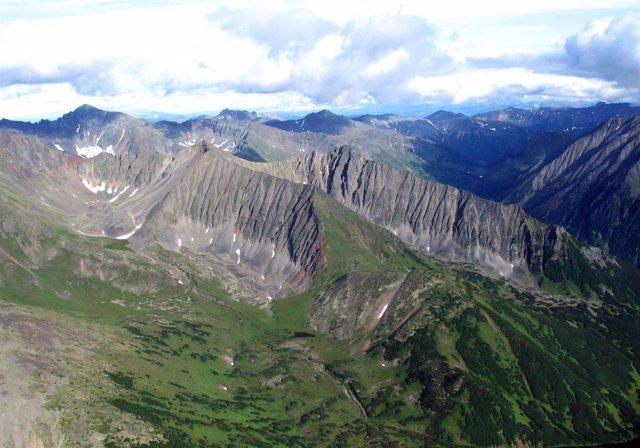 Archivo - Los arcos volcánicos continentales como este en Kamchatka, en Rusia, se erosionan rápidamente, lo que impulsa la eliminación de CO2 de la atmósfera a lo largo del tiempo geológico