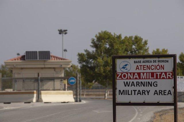 Exterior de la base militar de Morón. A 23 de agosto de 2021. En Sevilla (Andalucia, España). Las bases militares que se encuentran en Andalucía --Morón de la Frontera (Sevilla) y Rota (Cádiz)-- acogerán temporalmente a afganos colaboradores de Estados Un
