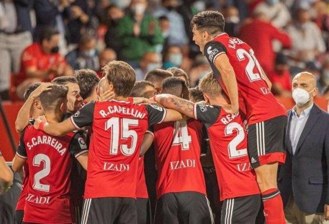 El Mirandés celebra un gol