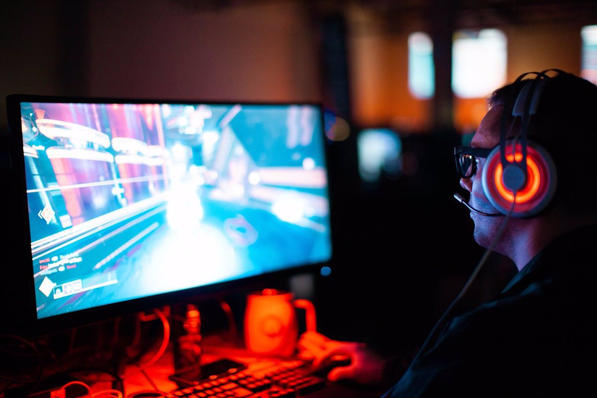 8 out of 10 Spanish video game players already play online
