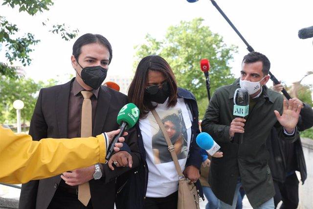 Archivo - La madre de Heidi Paz, Gloria Francis Bulnes, a su llegada al juicio por el asesinato de su hija, en la Audiencia Provincial de Madrid.