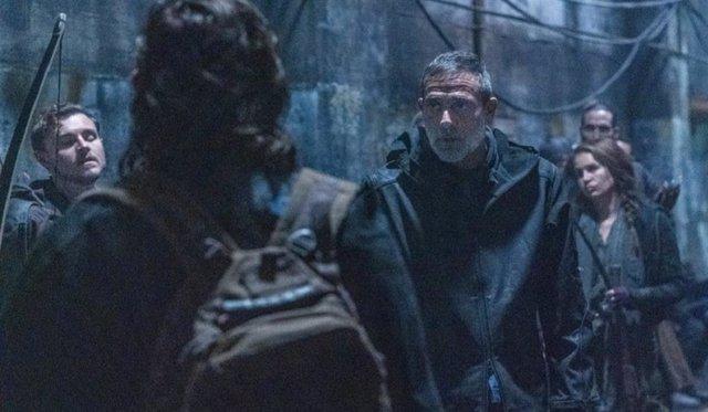 """Jeffrey Dean Morgan justifica lo que hace Negan en The Walking Dead 11x01: """"Los fans lo entenderán"""""""