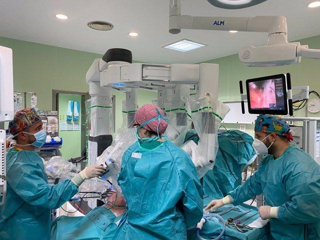 Hospital Clínico interviene con éxito a más de un centenar de pacientes complejos de urología a través de Cirugía Robótica