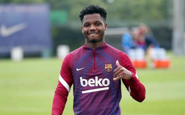 El jugador del FC Barcelona Ansu Fati en su primer entrenamiento, el 24 de agosto, tras la lesión sufrida en noviembre de 2020