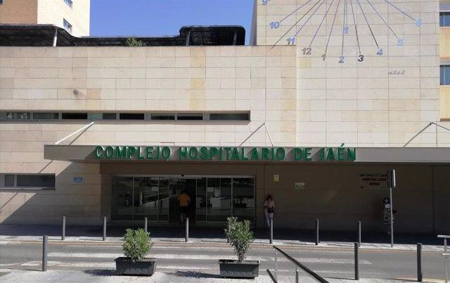 Archivo - Fachada del Hospital de Jaén en foto de archivo.