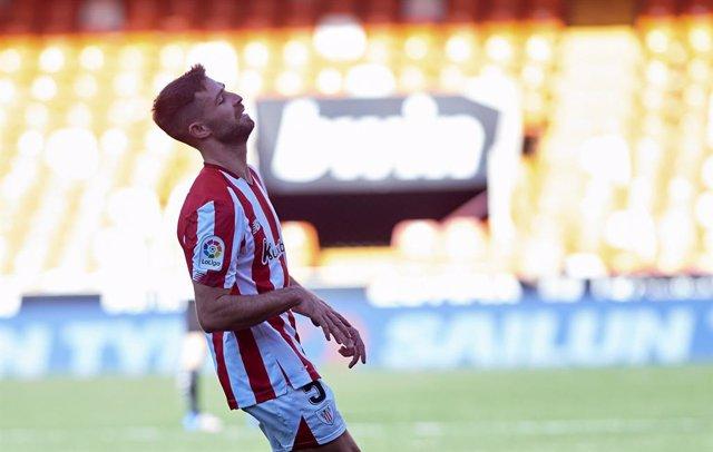 Archivo - Yeray Alvarez of Athletic Club reacts during the La Liga Santander mach between Valencia and Atlhletic Club at Estadio de Mestalla on 12 December, 2020 in Valencia, Spain