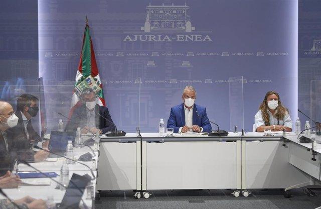 El Lehendakari, Iñigo Urkullu, preside la reunión de la Comisión Científico-técnica del LABI junto a la consejera vasca de Salud, Gotzone Sagardui,