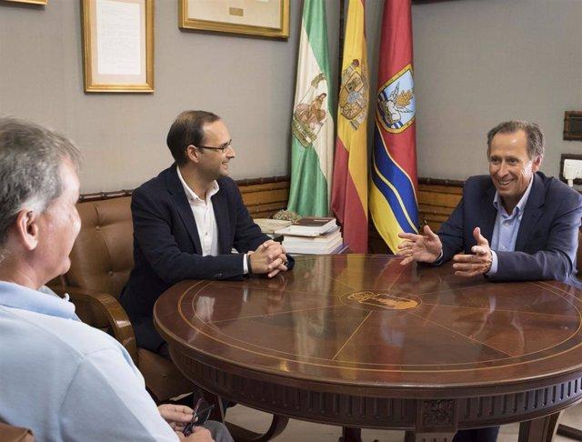 Archivo - José María Román y Víctor Mora reunidos en Sanlúcar