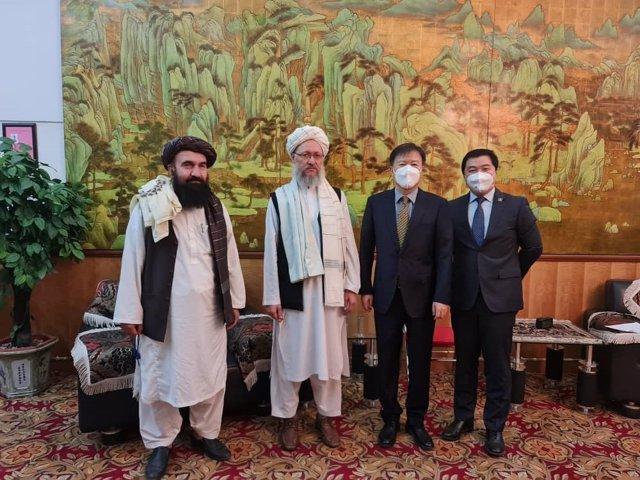 Reunión talibán con delegación china