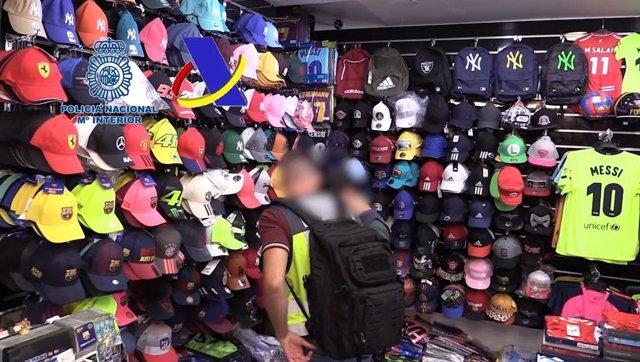 Algunas de las falsificaciones que ha incautado la Policía Nacional.