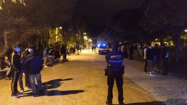 Archivo - Policía vigila botellón en Logroño