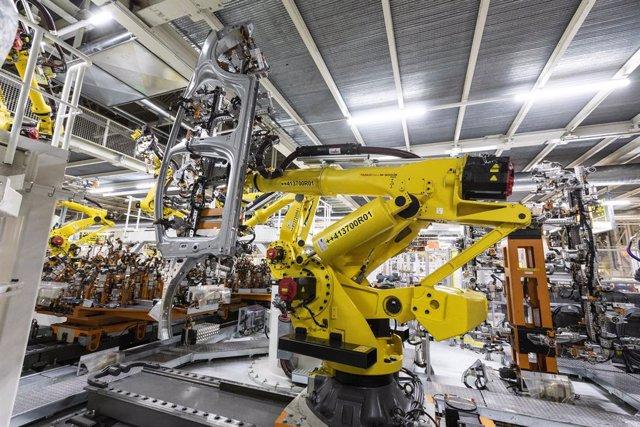 Archivo - Robot de Seat que permite levantar hasta 400 kilos.