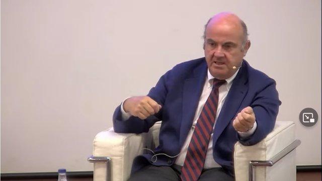 Luis de Guindos durante su intervención en los cursos de Diario de Navarra