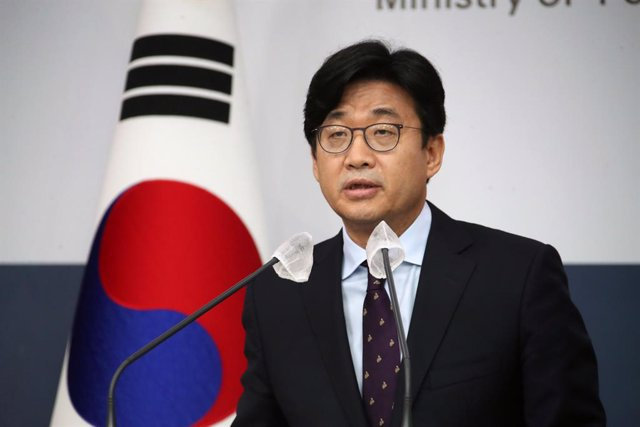 25 August 2021, South Korea, Seoul: South Korea's Second Vice Foreign Minister Choi Jong-moon announces a government plan to airlift some 380 Afghans, who have helped South Koreans in their country, from the Taliban-controlled nation at the Foreign Minist