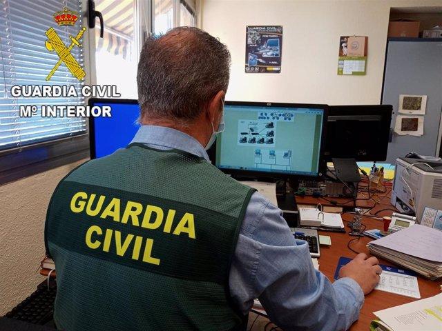 Archivo - Sucesos.- Identificados los responsables de una estafa bancaria que se hicieron pasar por guardias civiles en Toledo