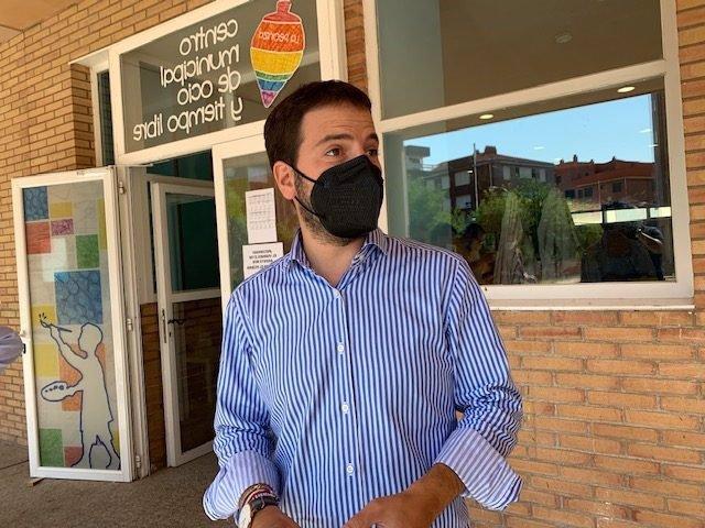 El concejal de Servicios Sociales de Soria, Eder García, aborda la situación de los refugiados afganos.