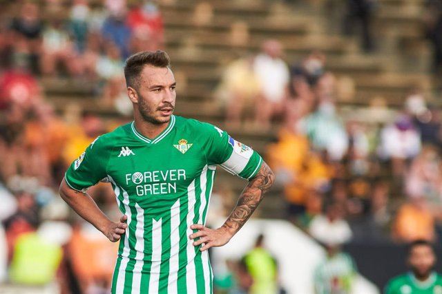 Archivo - Loren Moron of Real Betis looks on during the football friendly match played between Real Betis Balompie and Wolveshampton Wanderers FC at Municipal La Linea Stadium on July 24, 2021 in Cadiz, Spain.