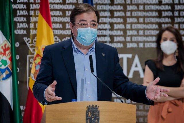 Guillermo Fernández Vara, en rueda de prensa en Mérida.