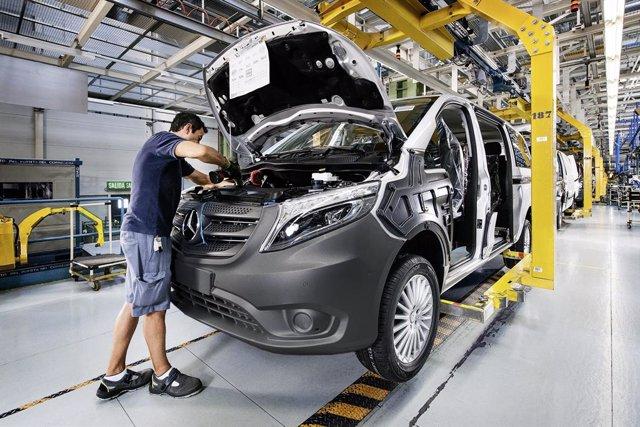Archivo - Producción del Mercedes-Benz Vito en la planta de Mercedes-Benz en Vitoria