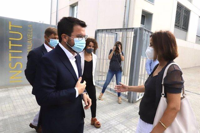 El presidente de la Generalitat, Pere Aragonès, en una visita a las obras de dos institutos de Girona.