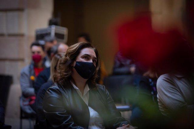 Archivo - Arxivo - L'alcaldessa de Barcelona, Ada Colau, participa en un acte que dóna inici al dia de Sant Jordi, a 23 d'abril de 2021, a Barcelona, Catalunya, (Espanya).