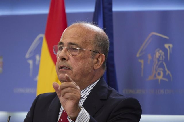 El diputado de Vox, Ignacio Gil Lázaro, en una rueda de prensa, durante la reunión de la Diputación Permanente en el Congreso de los Diputados