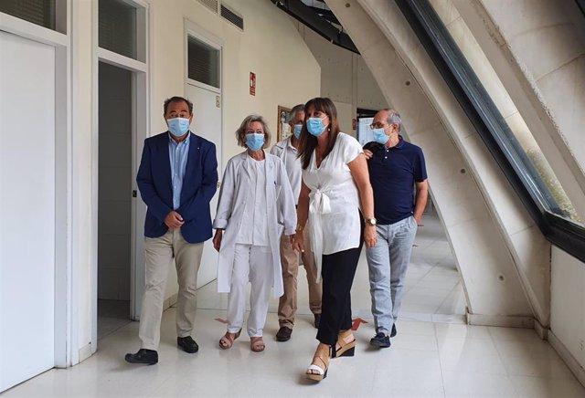 La consejera de Sanidad de Aragón, Sira Repollés, visita el centro de salud de Santa Isabel, en Zaragoza.