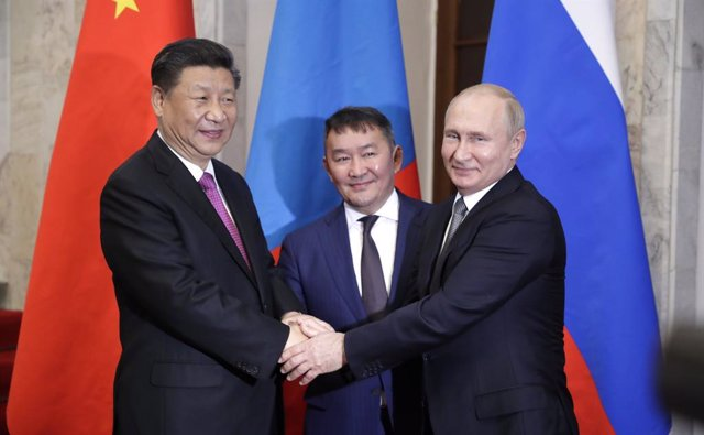 Archivo - Xi Jinping y Vladimir Putin durante un encuentro en 2019.