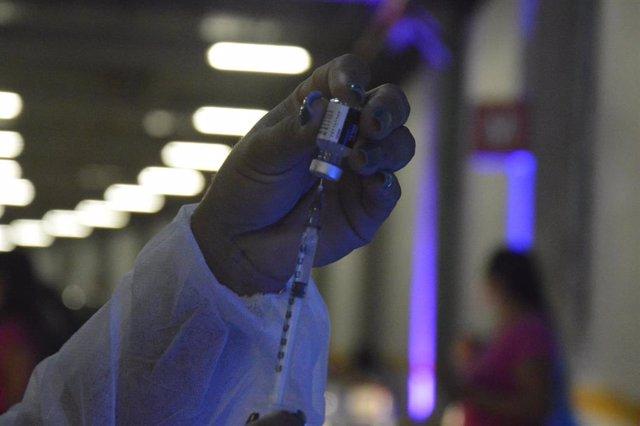 Vacunación contra el coronavirus en la ciudad brasileña de Natal