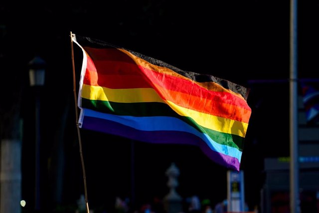 Archivo - La bandera LGTBI durante una manifestación centrada en el colectivo trans, a 28 de junio de 2021, en Madrid, (España).