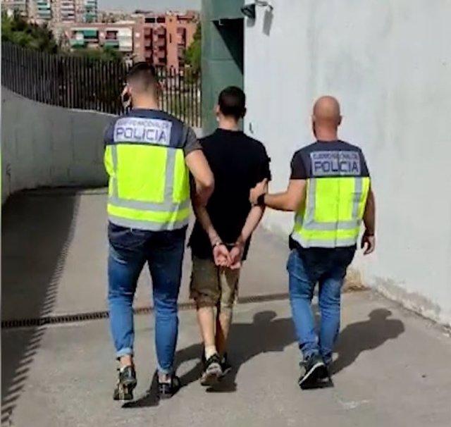 Detenido un hombre por cinco atracos con arma blanca en Usera
