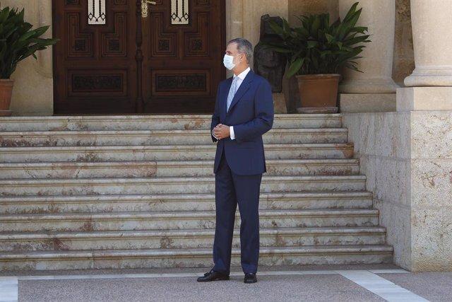 El Rey Felipe VI en el Palacio de Marivent, a 3 de agosto de 2021, en Palma de Mallorca, Mallorca, (España). Se trata del tradicional encuentro que el monarca realiza con el dirigente del Ejecutivo durante su estancia de verano en Mallorca. El último encu