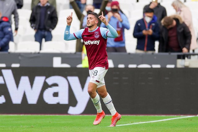 Archivo - West Ham United midfielder Pablo Fornals (18) scores a goal and celebrates 2-0 during the English championship Premier League football match between West Ham United and Southampton on May 23, 2021 at the London Stadium in London, England - Photo