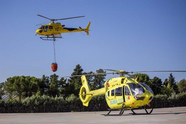 Dos helicópteros en el Parque de Bomberos de Las Rozas, a 17 de agosto de 2021, en Madrid, (España)