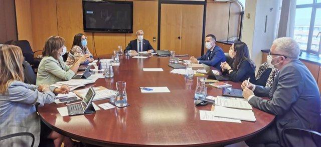 Reunió de treball entre el conseller d'Educació de la Generalitat, Josep Gonzàlez-Cambray, i el conseller basc d'Educació, Jokin Bildarratz