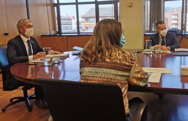 El conseller d'Educació, Josep Gonzàlez-Cambray, reunit amb el conseller basc d'Educació, Jokin Bildarratz