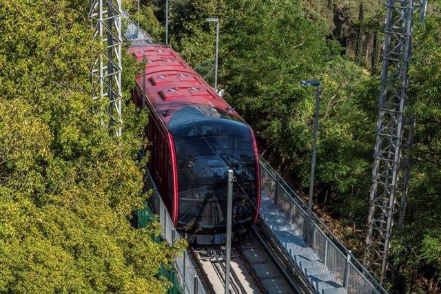Archivo - Arxivo - El nou funicular del parc d'atraccions del Tibidabo, la 'Cuca de Llum'.