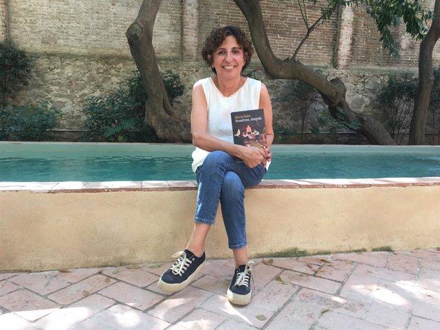 L'escriptora Sílvia Soler i la seva novel·la 'Nosaltres, després' (Univers).