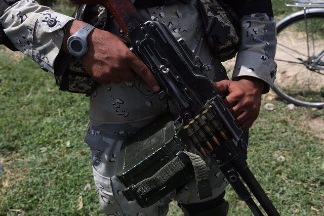 Miliciano talibán armado en Kabul