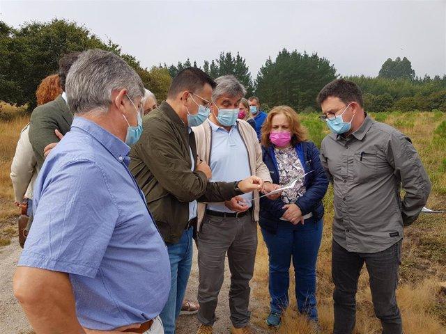 El conselleiro de Medio Rural, José González, en Guitiriz (Lugo) para informar de las ayudas a la plantación de coníferas y frondosas