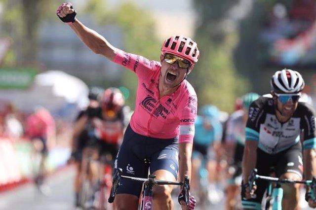 El ciclista danés Magnus Cort Nielsen (EF Education - Nippo) gana la duodécima etapa de La Vuelta 2021, disputada entre Jaén y Córdoba
