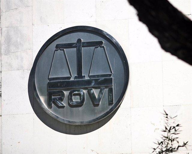 Archivo - Logo de los Laboratorios Farmacéuticos Rovi en sus oficinas en Madrid (España).