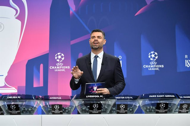 Archivo - HANDOUT - 14 December 2020, Switzerland, Nyon: American-Portuguese journalist Pedro Pinto speaks during the draw for the round of 16 of the UEFA Champions League at UEFA headquarters. Photo: Harold Cunningham/UEFA/dpa - ATTENTION: editorial use