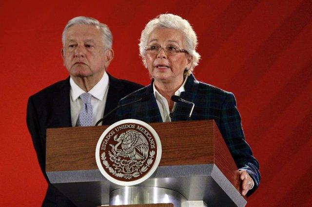 Archivo - La ministra de Gobernación de México, Olga Sánchez Cordero, y el presidente mexicano, Andrés Manuel López Obrador