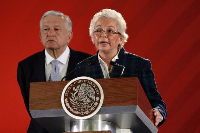 Archivo - 19 February 2019, Mexico, Mexico City: Mexican President Andres Manuel Lopez Obrador (L) listens Interior Minister Olga Sanchez Cordero speaks during a morning press conference at the National Palace. Photo: Javier Lira/NOTIMEX/dpa